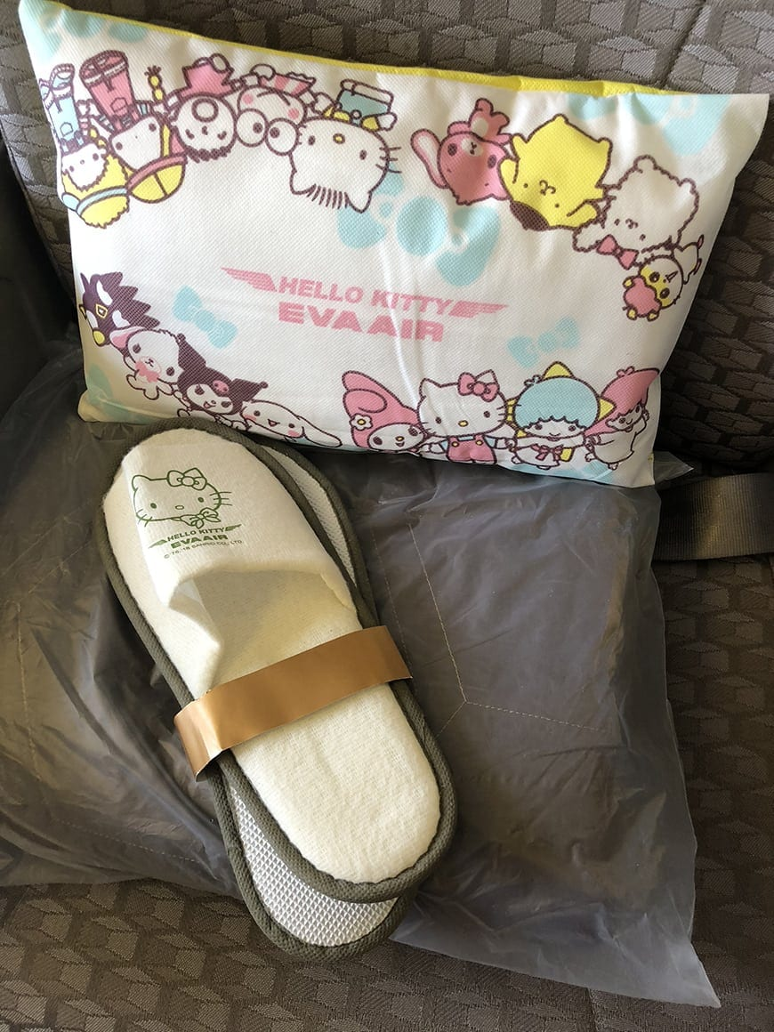eva air hello kitty flight pillow 2